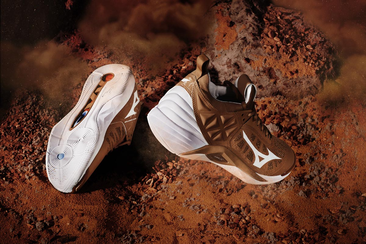 5-Mizuno-Wave-Momentum_Step-on-Mars